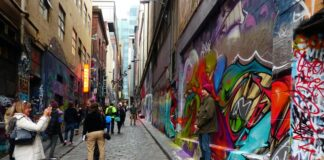 Melbourne's Hosier Lane: some see it as art, others think it's vandalism. | Photo: Bernard Spragg/Flickr