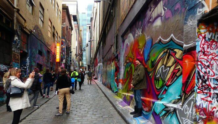Melbourne's Hosier Lane: some see it as art, others think it's vandalism. | Photo: Bernard Spragg/Flickr